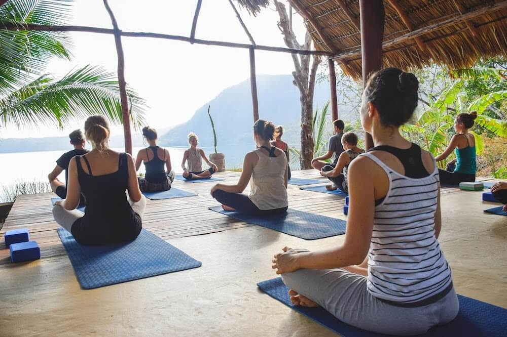 apoyo lodge yoga retreat